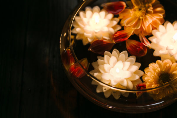 White Dahlia Soy Blend Floating Candles