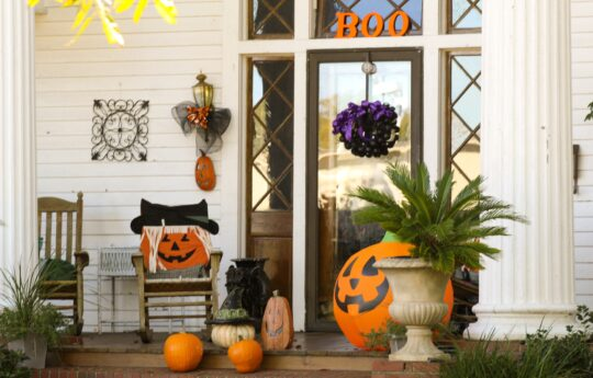 17 Boo-tiful Halloween Wreaths for Ghostly Greetings This Season
