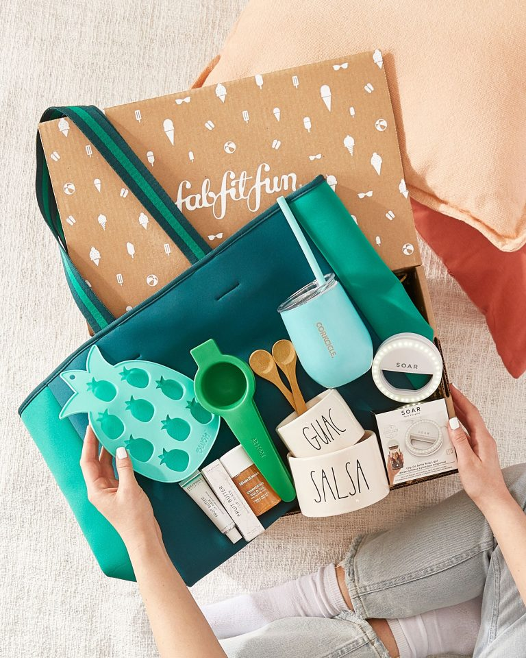 A FabFitFun 2021 summer box with health, fitness, beauty items